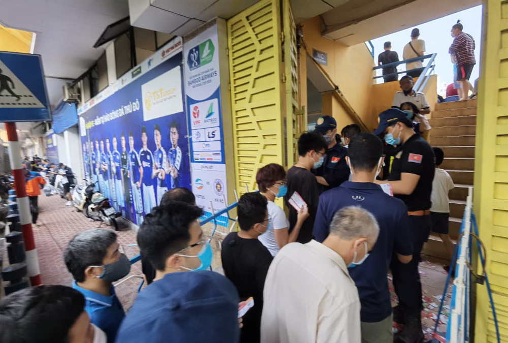 CLB Viettel – CLB Hà Nội: Khán giả nô nức đến sân Hàng Đẫy xem trận chung kết Cúp Quốc gia 2020 - Ảnh 4.