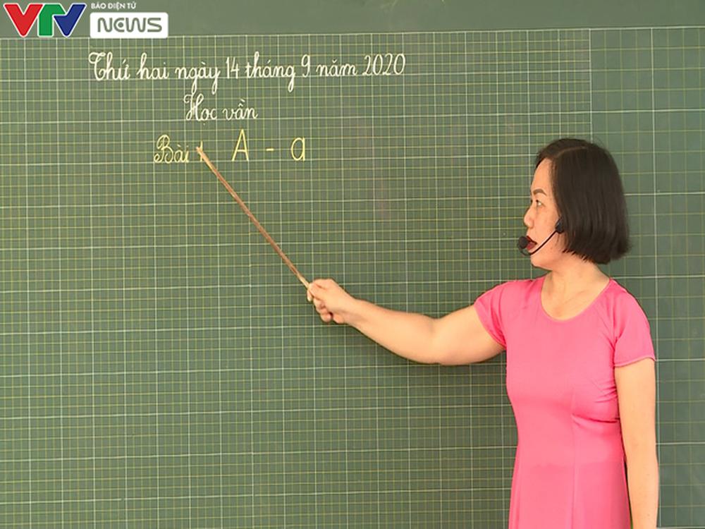 Lớp học quá tải, giáo viên xoay xở dạy chương trình mới - Ảnh 4.