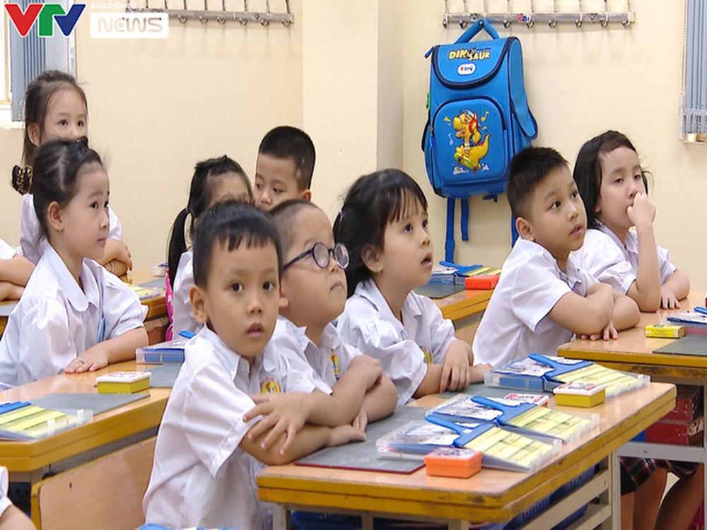 Lớp học quá tải, giáo viên xoay xở dạy chương trình mới - Ảnh 3.