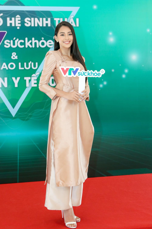 Tiểu Vy bất ngờ tái ngộ bạn cũ cùng thi Hoa hậu Việt Nam - Ảnh 1.