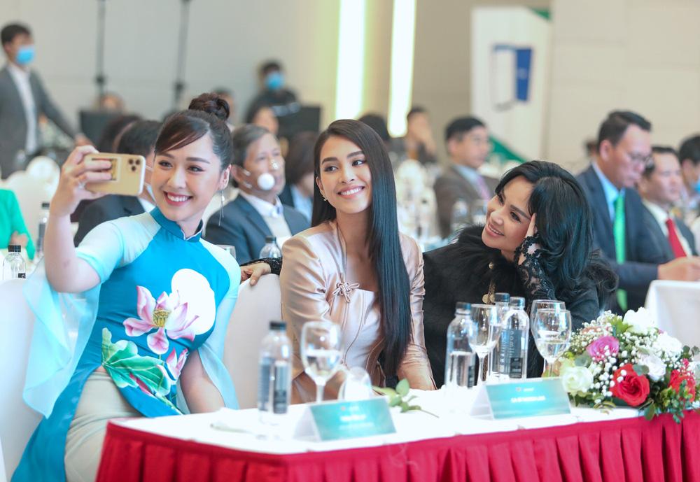 Tiểu Vy bất ngờ tái ngộ bạn cũ cùng thi Hoa hậu Việt Nam - Ảnh 11.