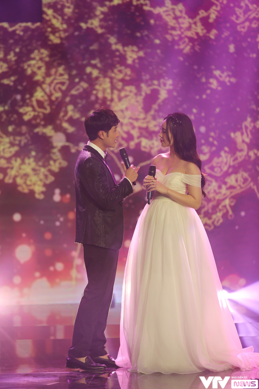 Quỳnh Kool hóa cô dâu e ấp bên chú rể Thanh Sơn - Ảnh 3.