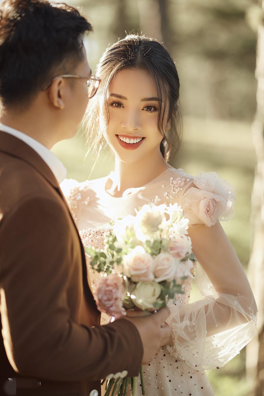 Ảnh cưới tại Đà Lạt ngọt hơn mật của Á hậu Thúy An - Ảnh 4.