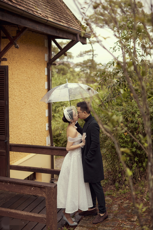 Ảnh cưới tại Đà Lạt ngọt hơn mật của Á hậu Thúy An - Ảnh 1.