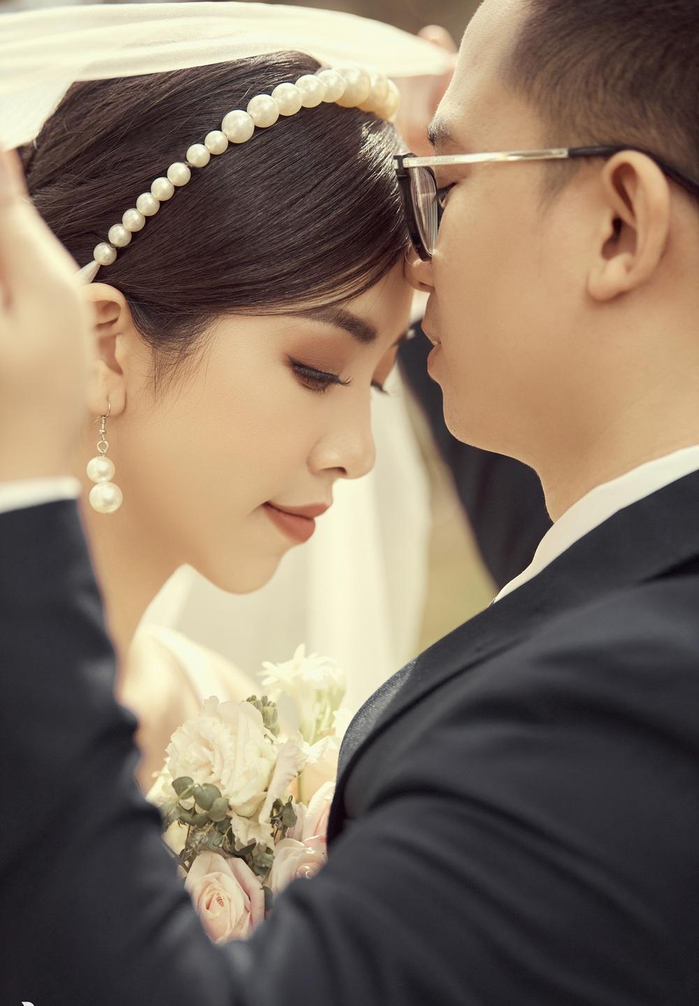 Ảnh cưới tại Đà Lạt ngọt hơn mật của Á hậu Thúy An - Ảnh 8.