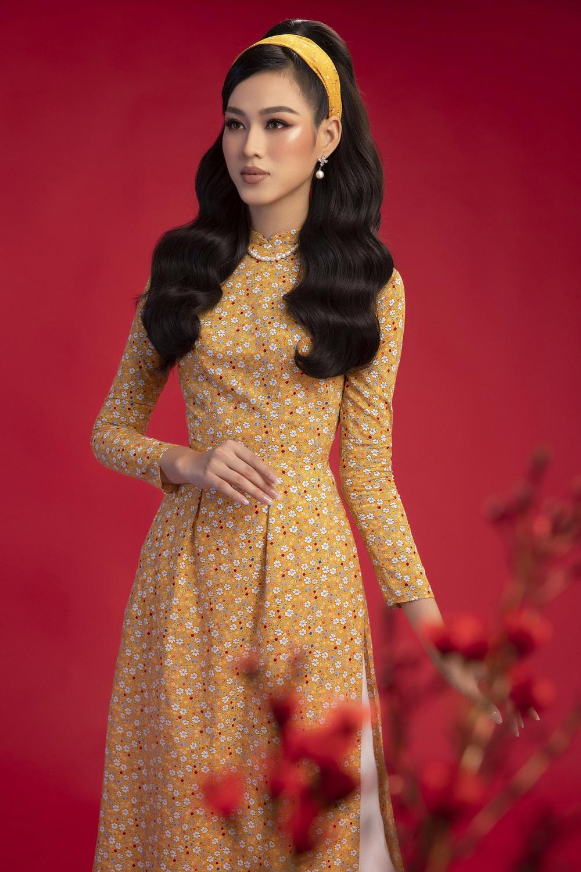 Hoa hậu Đỗ Thị Hà khoe vẻ sắc sảo với áo dài retro - ảnh 4