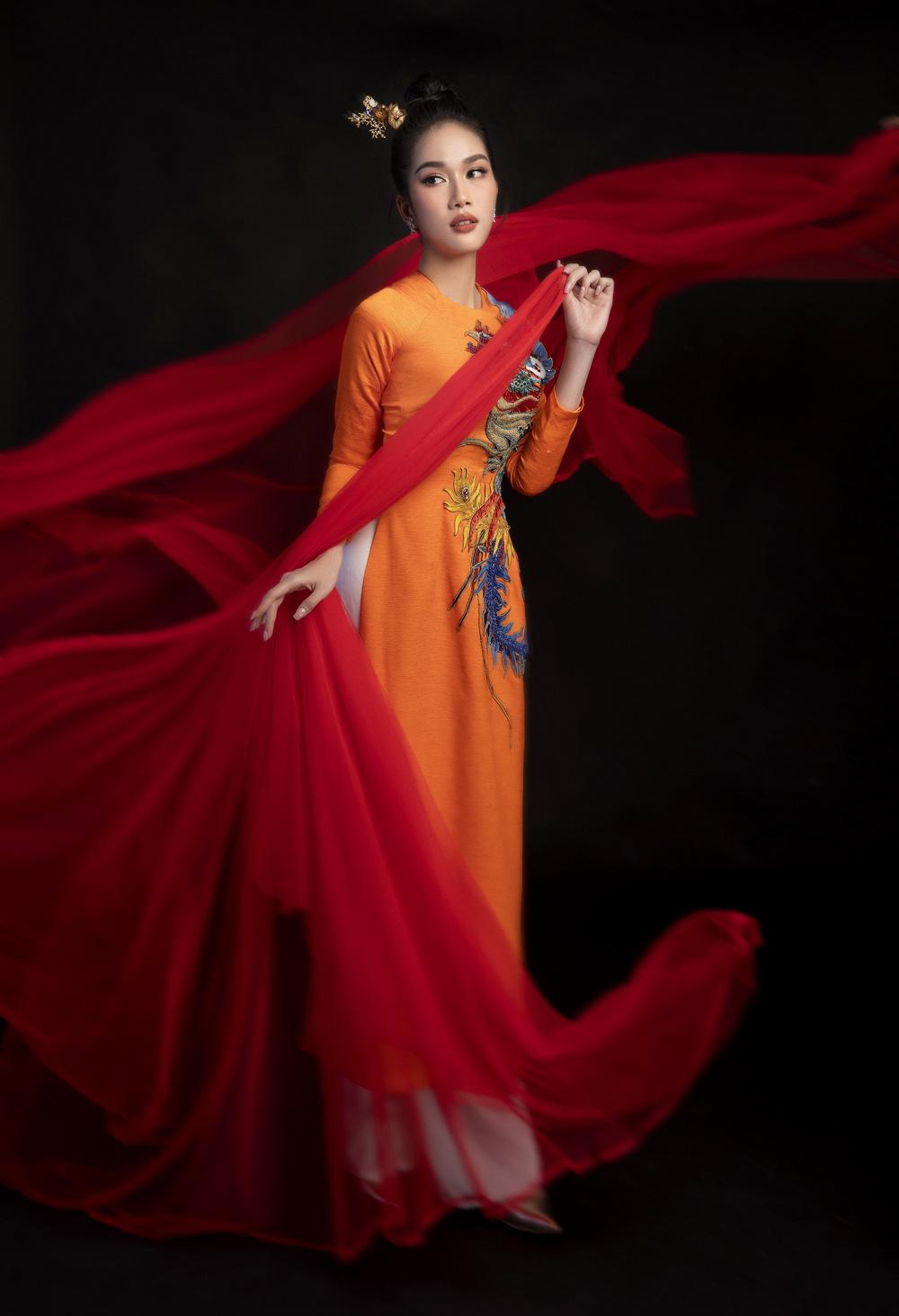 Hoa hậu Đỗ Thị Hà khoe vẻ sắc sảo với áo dài retro - ảnh 12
