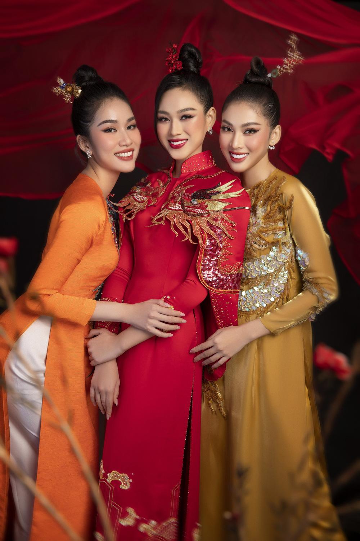 Hoa hậu Đỗ Thị Hà khoe vẻ sắc sảo với áo dài retro - ảnh 1