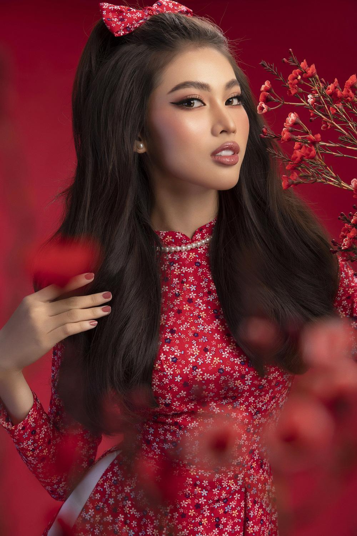 Hoa hậu Đỗ Thị Hà khoe vẻ sắc sảo với áo dài retro - ảnh 16