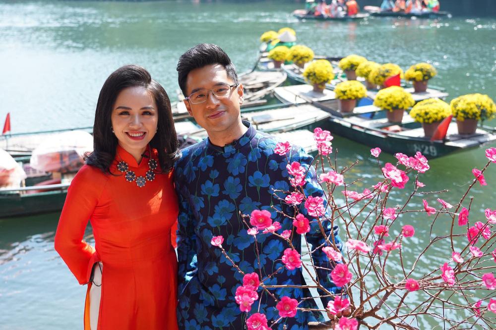 Những tà áo dài đón Xuân được các BTV diện trên sóng - Ảnh 6.