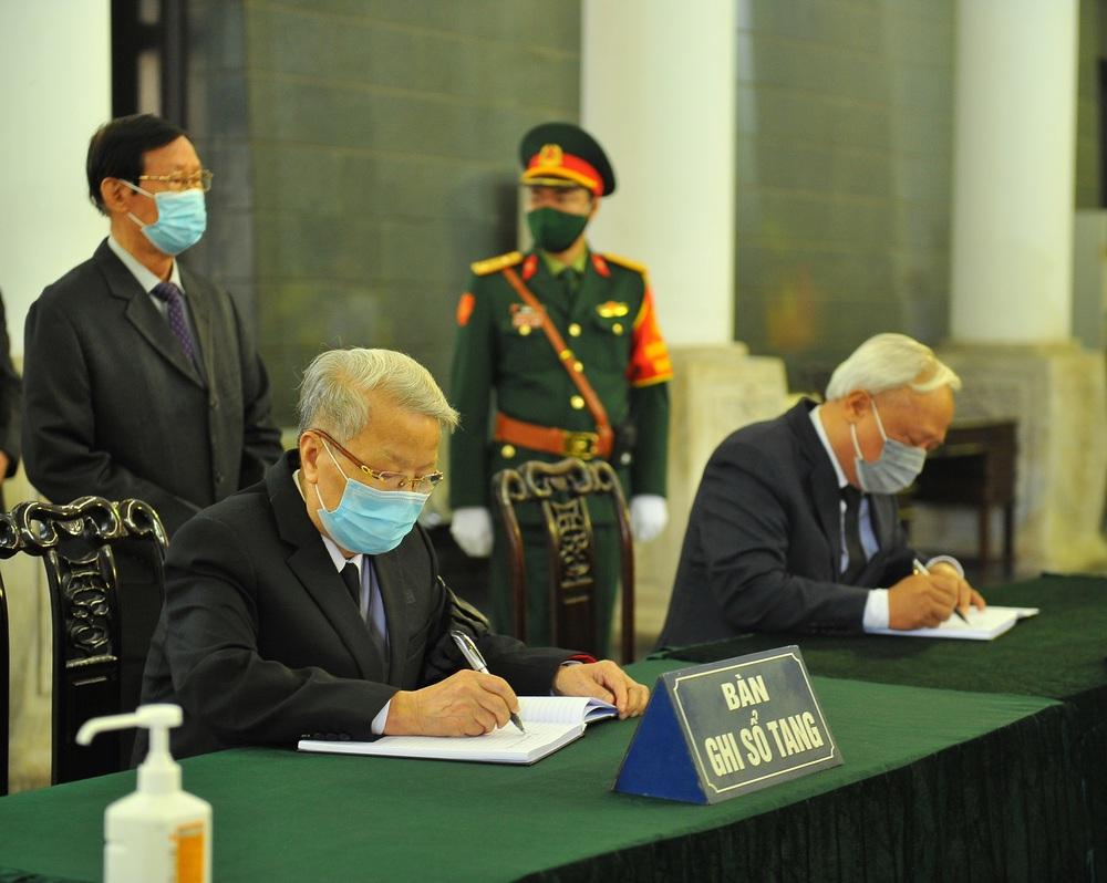 [ẢNH] Lễ viếng nguyên Phó Thủ tướng Trương Vĩnh Trọng tại Hà Nội và Bến Tre - Ảnh 10.