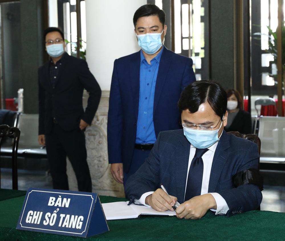 [ẢNH] Lễ viếng nguyên Phó Thủ tướng Trương Vĩnh Trọng tại Hà Nội và Bến Tre - Ảnh 11.