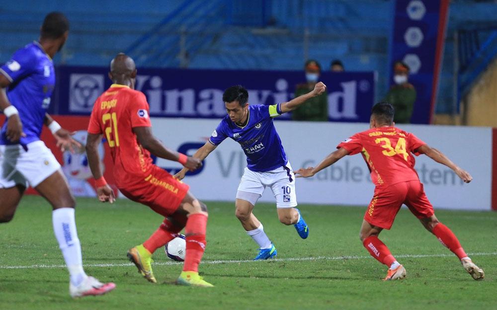 ẢNH: Nhọc nhằn vượt qua Đông Á Thanh Hoá, CLB Hà Nội có chiến thắng thứ 2 liên tiếp - Ảnh 8.