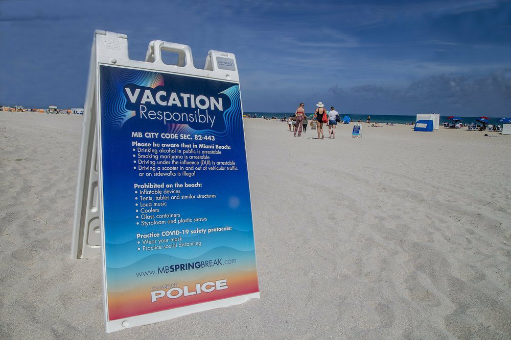 Hàng nghìn người tiệc tùng bất chấp COVID-19, Miami Beach phải áp đặt lệnh giới nghiêm - Ảnh 4.