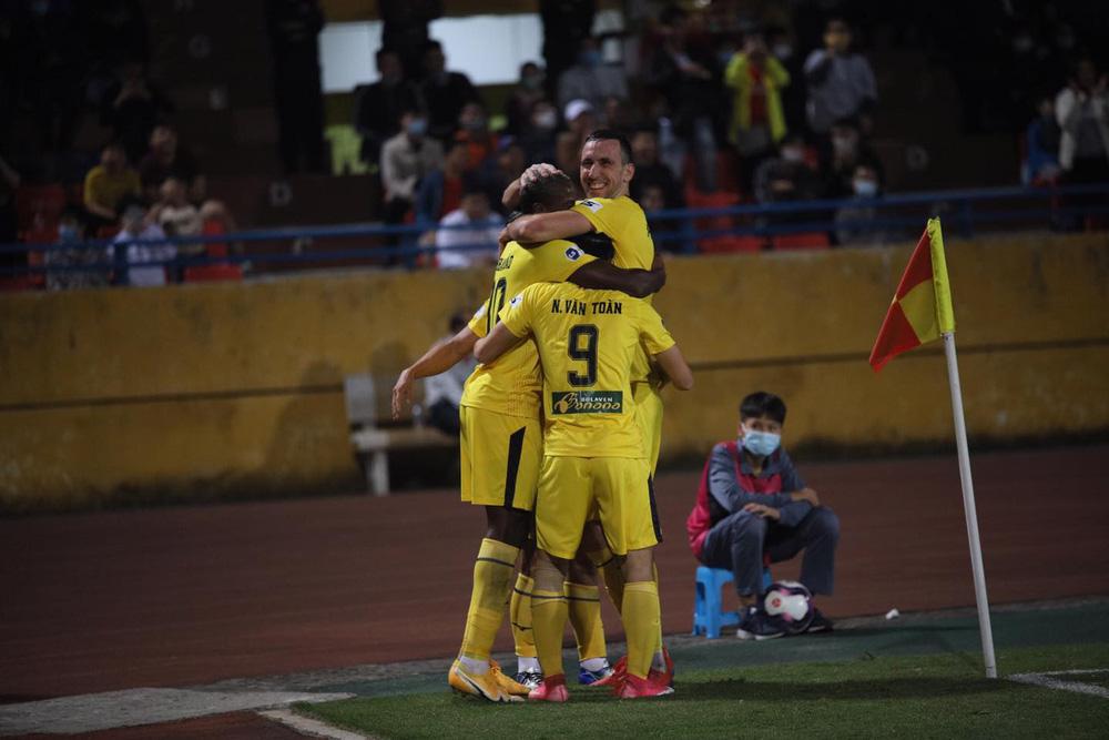 ẢNH: Công Phượng, Văn Thanh lập công, HAGL đánh bại ĐKVĐ V.League Viettel - Ảnh 17.