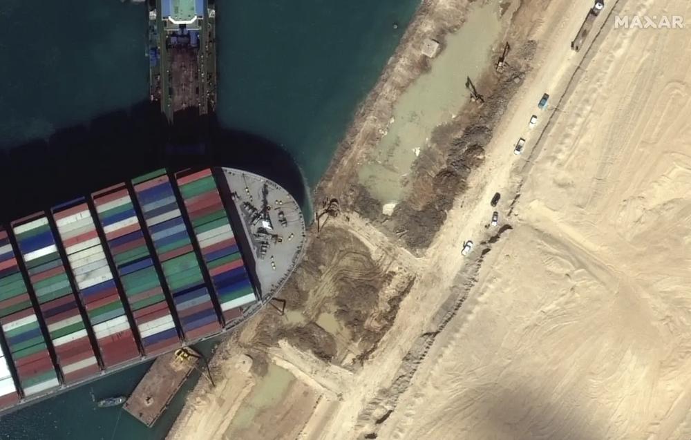 Ảnh vệ tinh cho thấy hàng trăm con tàu trôi nổi chờ đợi trên kênh đào Suez - Ảnh 8.