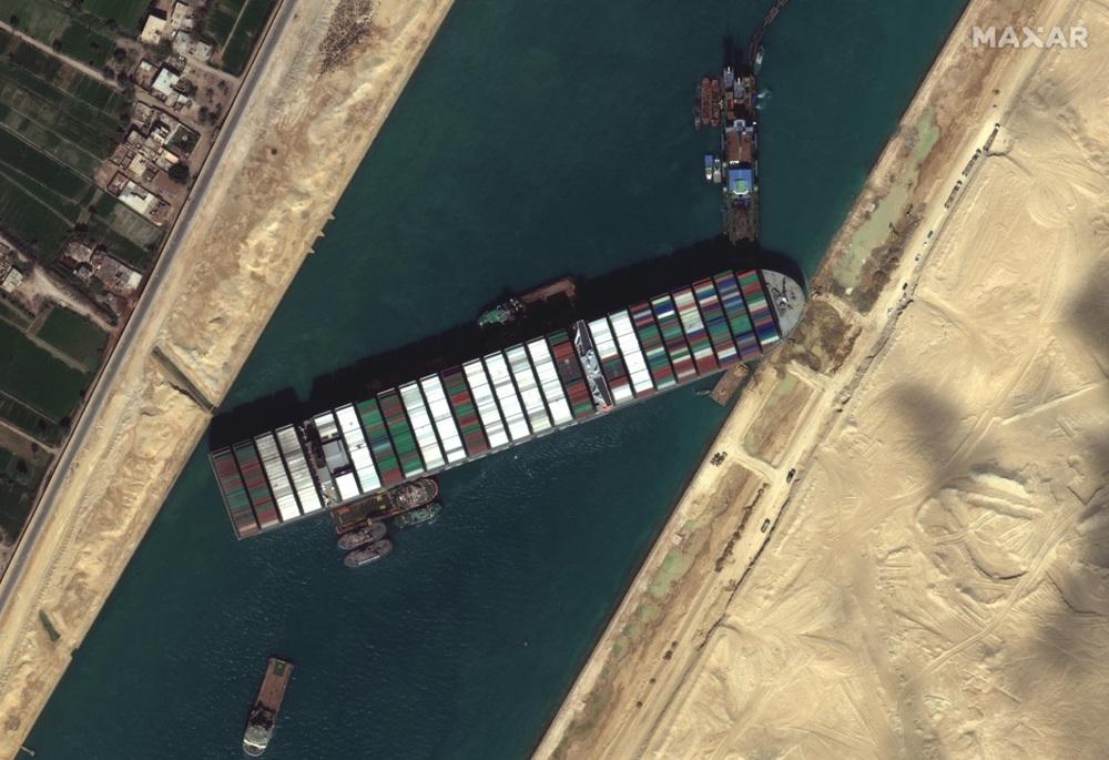 Ảnh vệ tinh cho thấy hàng trăm con tàu trôi nổi chờ đợi trên kênh đào Suez - Ảnh 6.