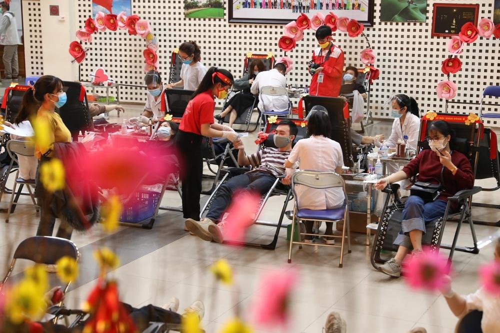 [ẢNH] Lễ hội Xuân hồng 2021: Hiến máu an toàn - Đừng ngại COVID - Ảnh 1.