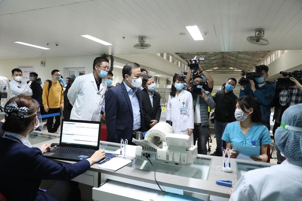 Y bác sĩ bệnh viện Thanh Nhàn tin vào độ an toàn của vaccine ngừa COVID-19 đã tiêm - Ảnh 17.