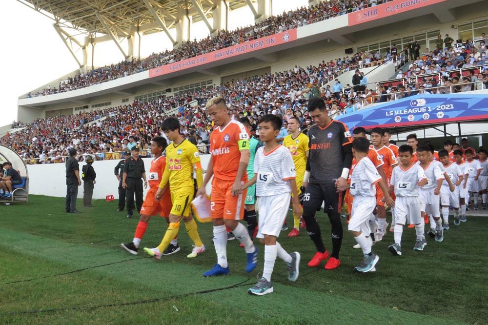 ẢNH: Hoàng Anh Gia Lai vượt qua SHB Đà Nẵng ngay tại Hoà Xuân, giành lại ngôi đầu V.League 2021 - Ảnh 1.