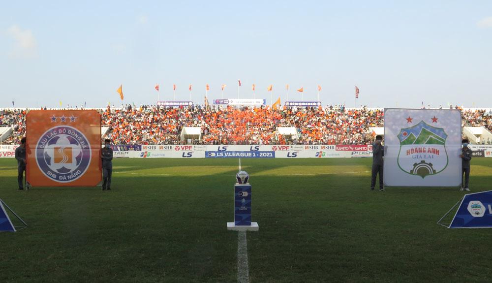 ẢNH: Hoàng Anh Gia Lai vượt qua SHB Đà Nẵng ngay tại Hoà Xuân, giành lại ngôi đầu V.League 2021 - Ảnh 5.