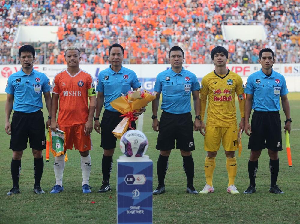 ẢNH: Hoàng Anh Gia Lai vượt qua SHB Đà Nẵng ngay tại Hoà Xuân, giành lại ngôi đầu V.League 2021 - Ảnh 4.