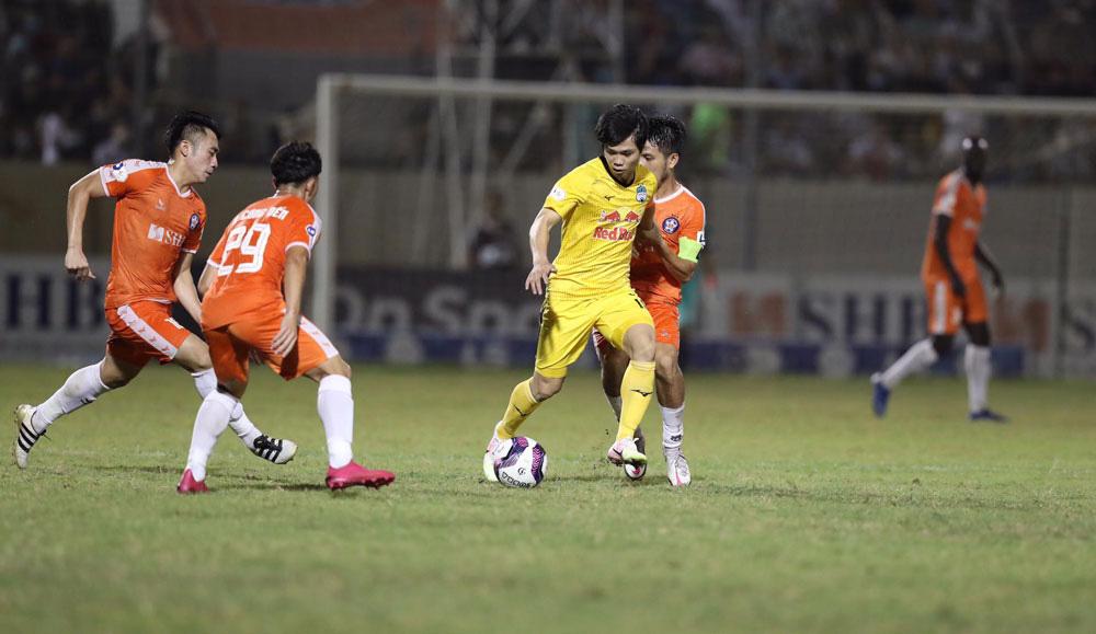 ẢNH: Hoàng Anh Gia Lai vượt qua SHB Đà Nẵng ngay tại Hoà Xuân, giành lại ngôi đầu V.League 2021 - Ảnh 12.