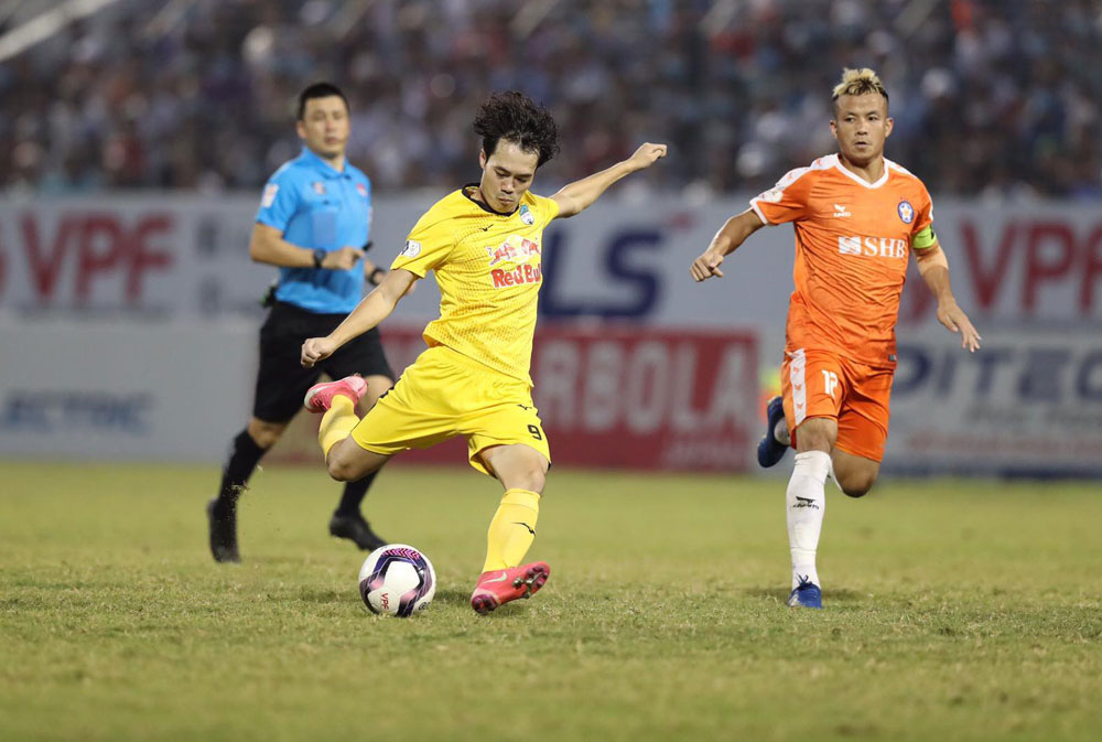 ẢNH: Hoàng Anh Gia Lai vượt qua SHB Đà Nẵng ngay tại Hoà Xuân, giành lại ngôi đầu V.League 2021 - Ảnh 8.