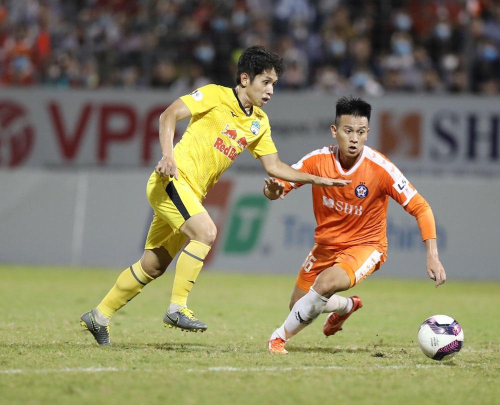 ẢNH: Hoàng Anh Gia Lai vượt qua SHB Đà Nẵng ngay tại Hoà Xuân, giành lại ngôi đầu V.League 2021 - Ảnh 7.