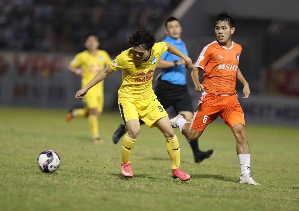 ẢNH: Hoàng Anh Gia Lai vượt qua SHB Đà Nẵng ngay tại Hoà Xuân, giành lại ngôi đầu V.League 2021 - Ảnh 10.