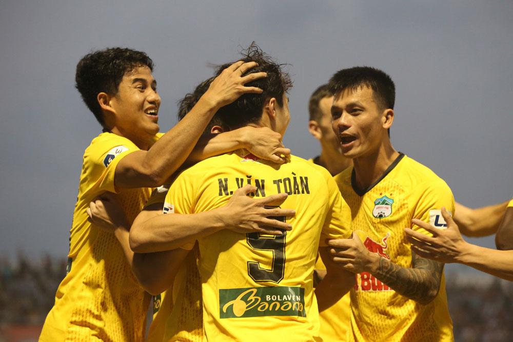 ẢNH: Hoàng Anh Gia Lai vượt qua SHB Đà Nẵng ngay tại Hoà Xuân, giành lại ngôi đầu V.League 2021 - Ảnh 9.