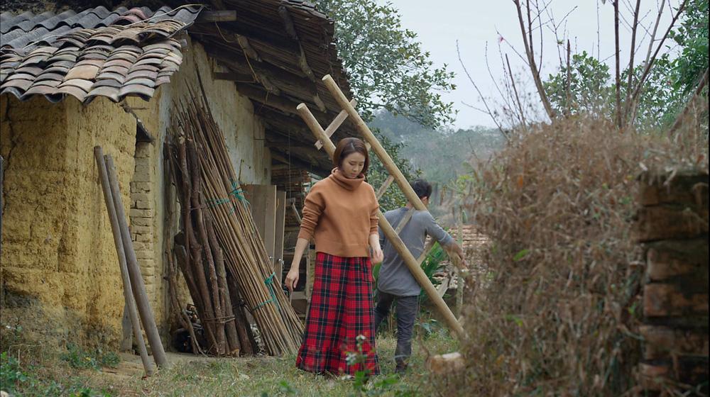 Hướng dương ngược nắng: Ngắm loạt set đồ mới đủ phong cách của Châu (Hồng Diễm) trong phần 2 - Ảnh 3.