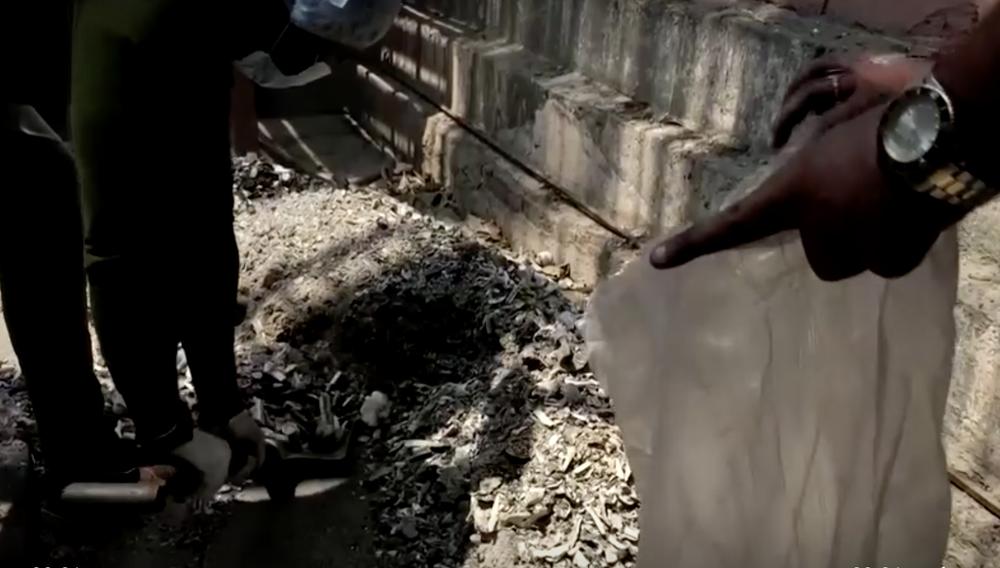 Ám ảnh những bao tải tro cốt vô thừa nhận tại Ấn Độ - Ảnh 2.