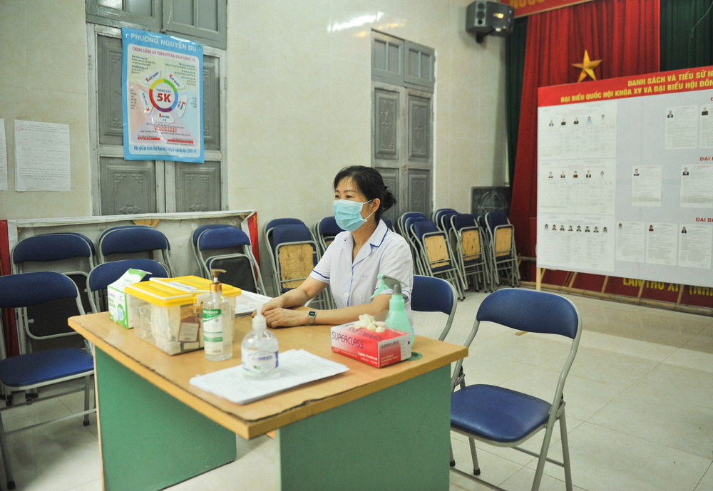 Hà Nội: Cử tri nô nức đi bỏ phiếu từ sáng sớm - Ảnh 4.