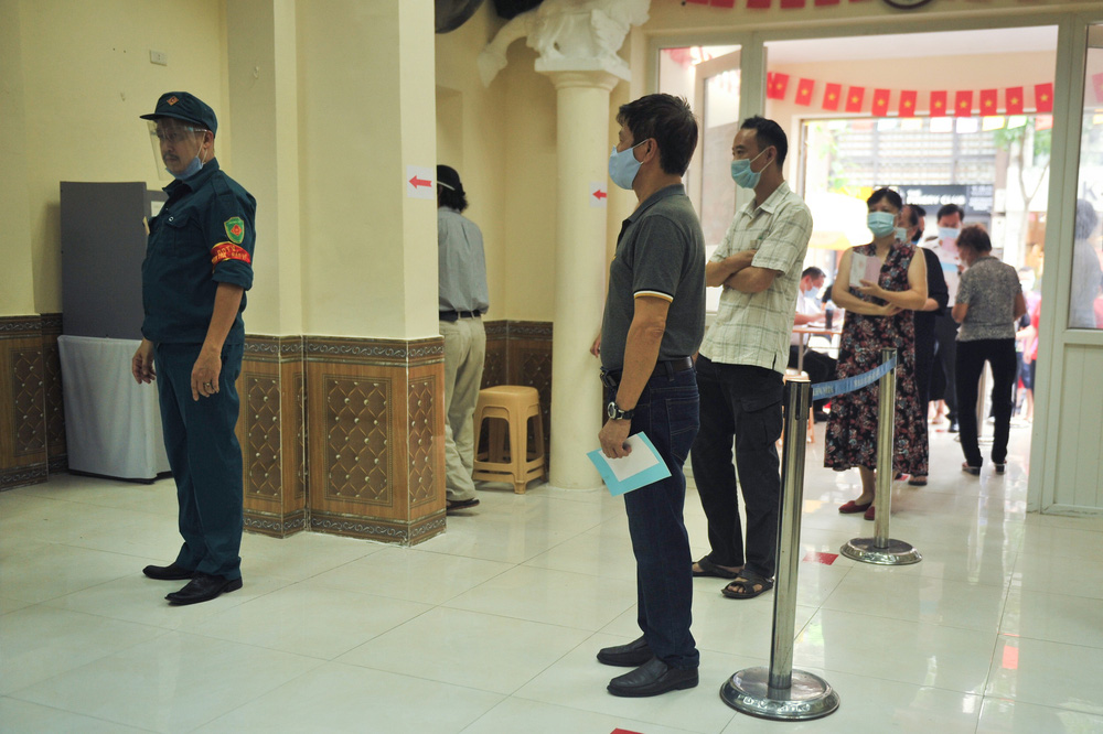 Hà Nội: Cử tri nô nức đi bỏ phiếu từ sáng sớm - Ảnh 7.