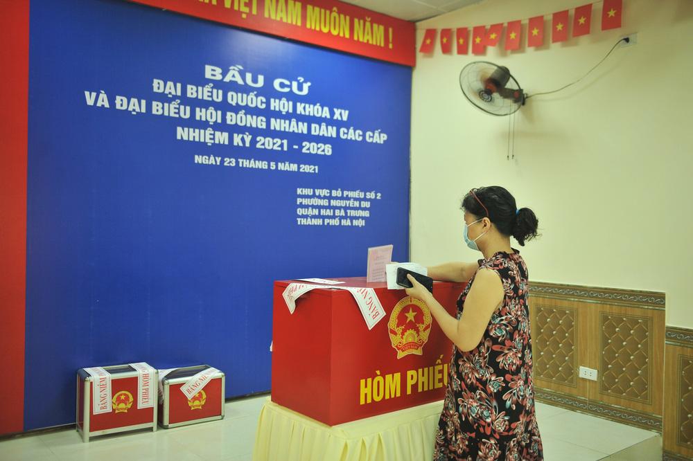 Hà Nội: Cử tri nô nức đi bỏ phiếu từ sáng sớm - Ảnh 9.