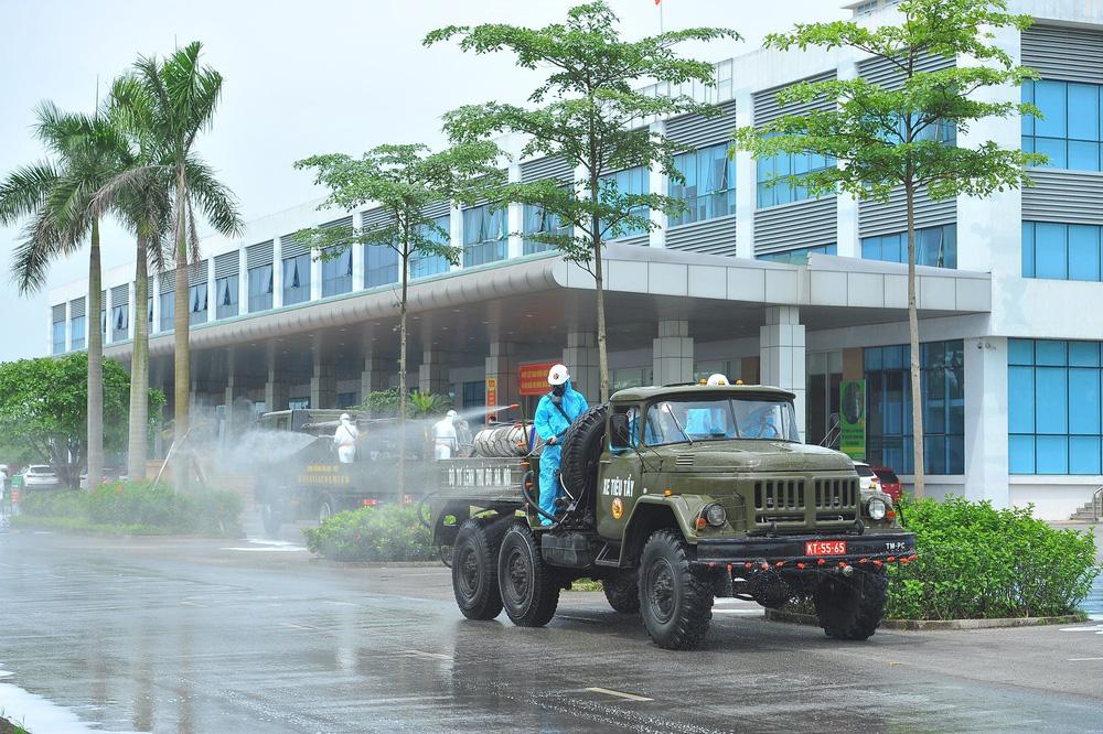 Binh chủng Hóa học phun khử trùng tiêu độc tại Bệnh viện Bệnh nhiệt đới Trung ương cơ sở 2 - Ảnh 18.