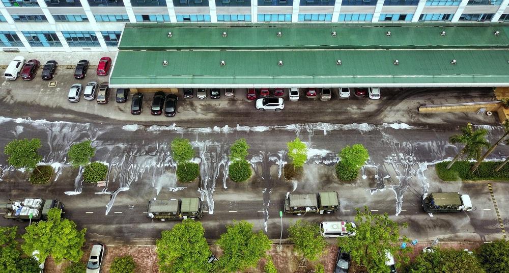 Binh chủng Hóa học phun khử trùng tiêu độc tại Bệnh viện Bệnh nhiệt đới Trung ương cơ sở 2 - Ảnh 5.