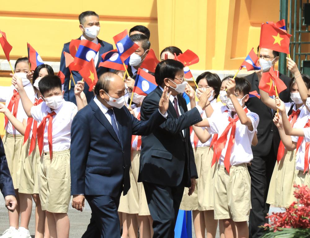 [ẢNH] Lễ đón Tổng Bí thư, Chủ tịch nước Lào Thongloun Sisoulith thăm hữu nghị chính thức Việt Nam - Ảnh 8.