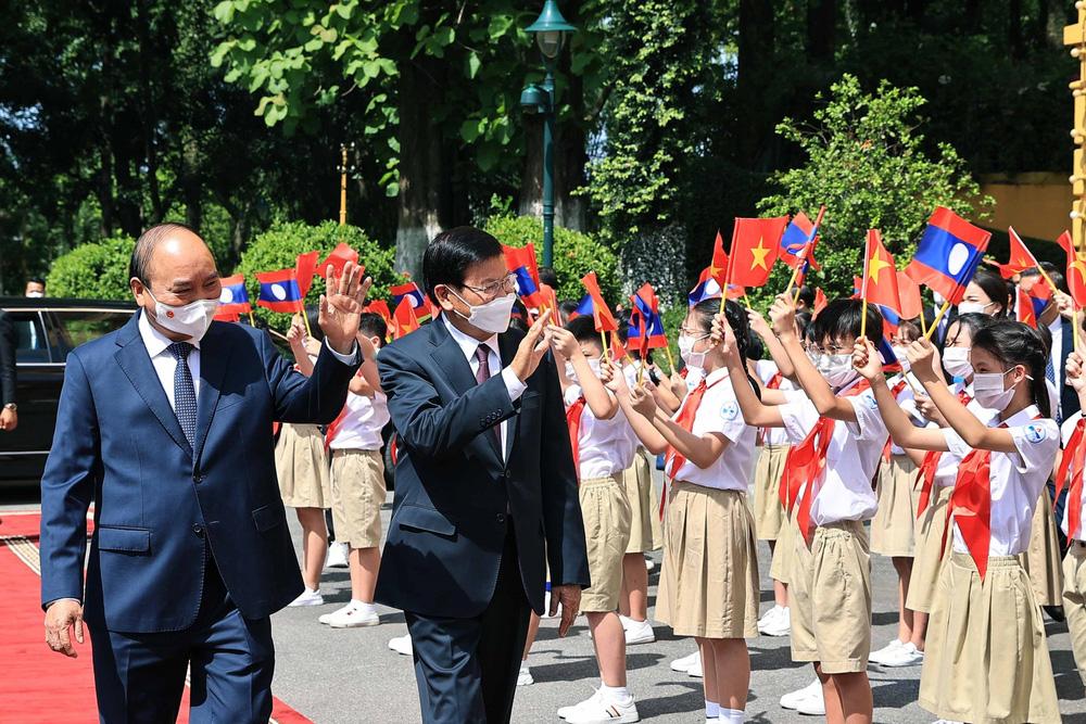 [ẢNH] Lễ đón Tổng Bí thư, Chủ tịch nước Lào Thongloun Sisoulith thăm hữu nghị chính thức Việt Nam - Ảnh 7.