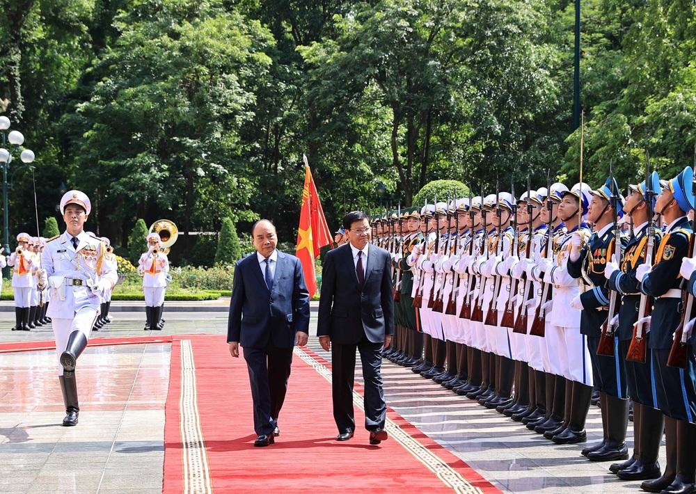 [ẢNH] Lễ đón Tổng Bí thư, Chủ tịch nước Lào Thongloun Sisoulith thăm hữu nghị chính thức Việt Nam - Ảnh 10.