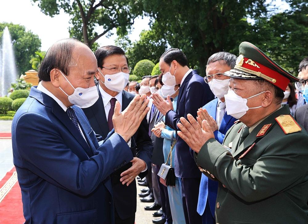 [ẢNH] Lễ đón Tổng Bí thư, Chủ tịch nước Lào Thongloun Sisoulith thăm hữu nghị chính thức Việt Nam - Ảnh 18.