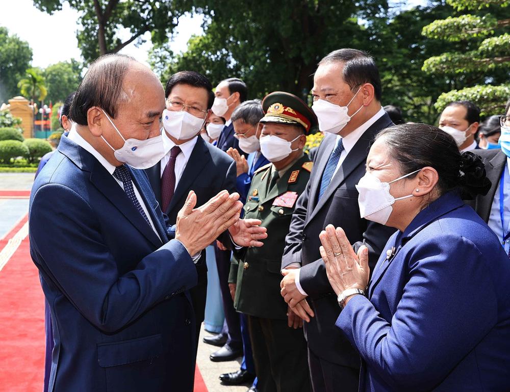 [ẢNH] Lễ đón Tổng Bí thư, Chủ tịch nước Lào Thongloun Sisoulith thăm hữu nghị chính thức Việt Nam - Ảnh 15.