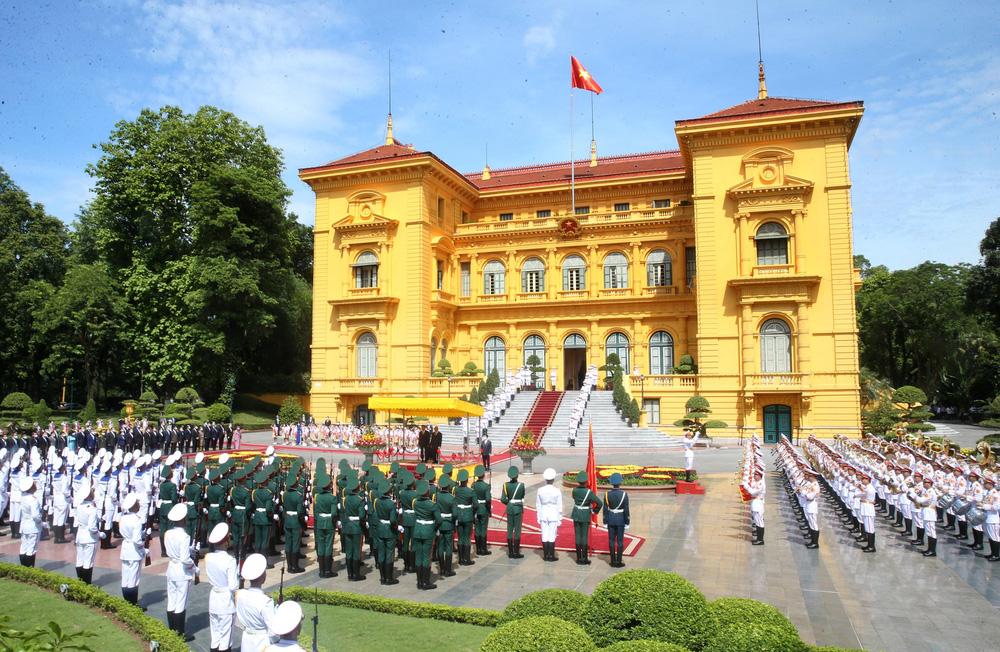 [ẢNH] Lễ đón Tổng Bí thư, Chủ tịch nước Lào Thongloun Sisoulith thăm hữu nghị chính thức Việt Nam - Ảnh 16.