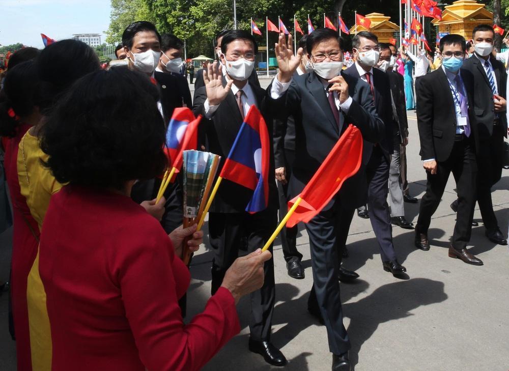 [ẢNH] Lễ đón Tổng Bí thư, Chủ tịch nước Lào Thongloun Sisoulith thăm hữu nghị chính thức Việt Nam - Ảnh 2.