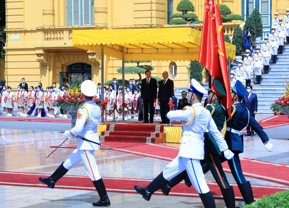 [ẢNH] Lễ đón Tổng Bí thư, Chủ tịch nước Lào Thongloun Sisoulith thăm hữu nghị chính thức Việt Nam - Ảnh 14.