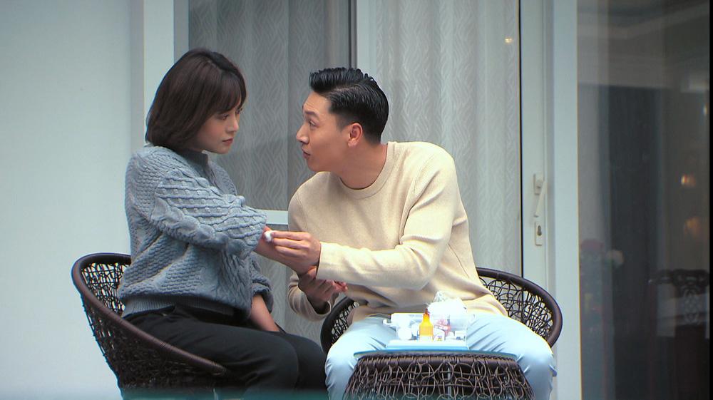 Loạt áo len nhìn là hãi của Phương Oanh khi Hương vị tình thân phát đúng thời tiết gần 40 độ - Ảnh 9.