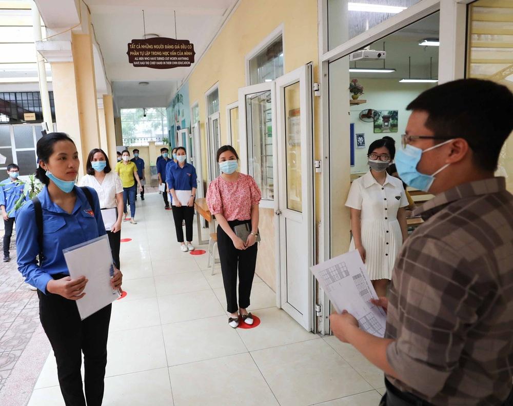 Hà Nội diễn tập phòng, chống dịch COVID-19 cho kỳ thi vào lớp 10 - Ảnh 7.