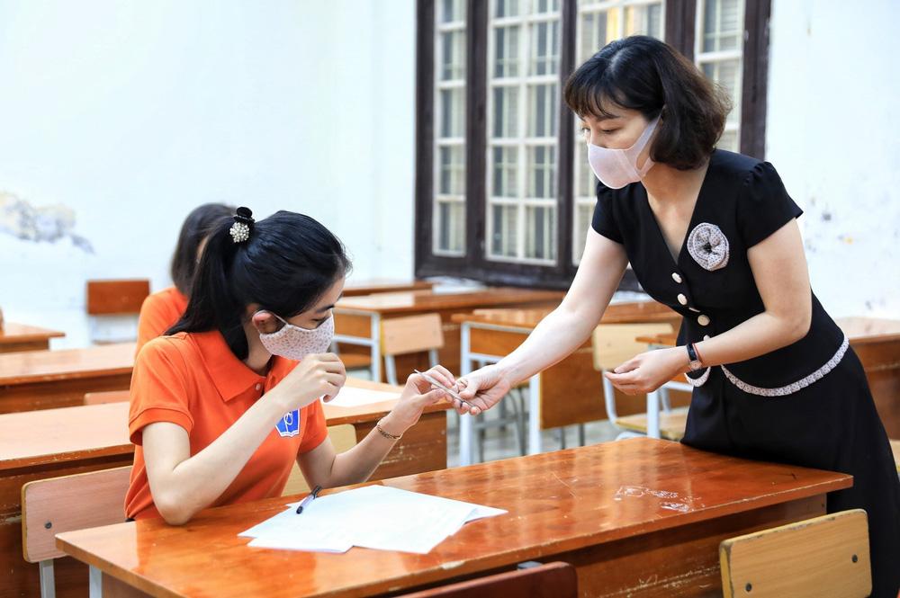 Hà Nội diễn tập phòng, chống dịch COVID-19 cho kỳ thi vào lớp 10 - Ảnh 19.