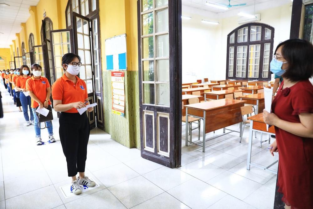 Hà Nội diễn tập phòng, chống dịch COVID-19 cho kỳ thi vào lớp 10 - Ảnh 9.
